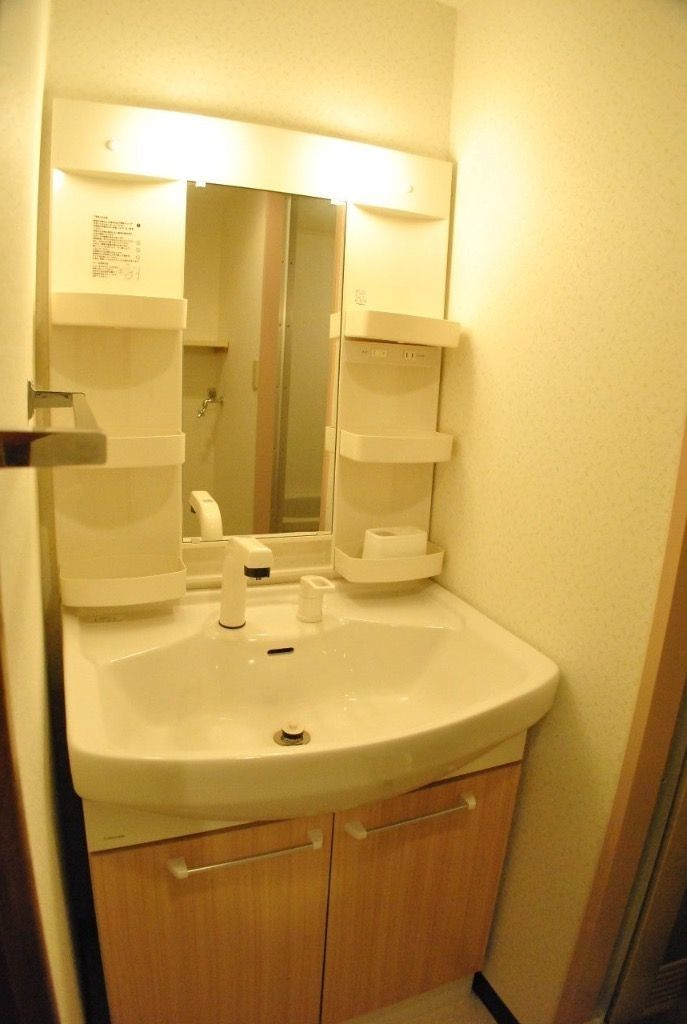 シャワー水栓つき洗面化粧台