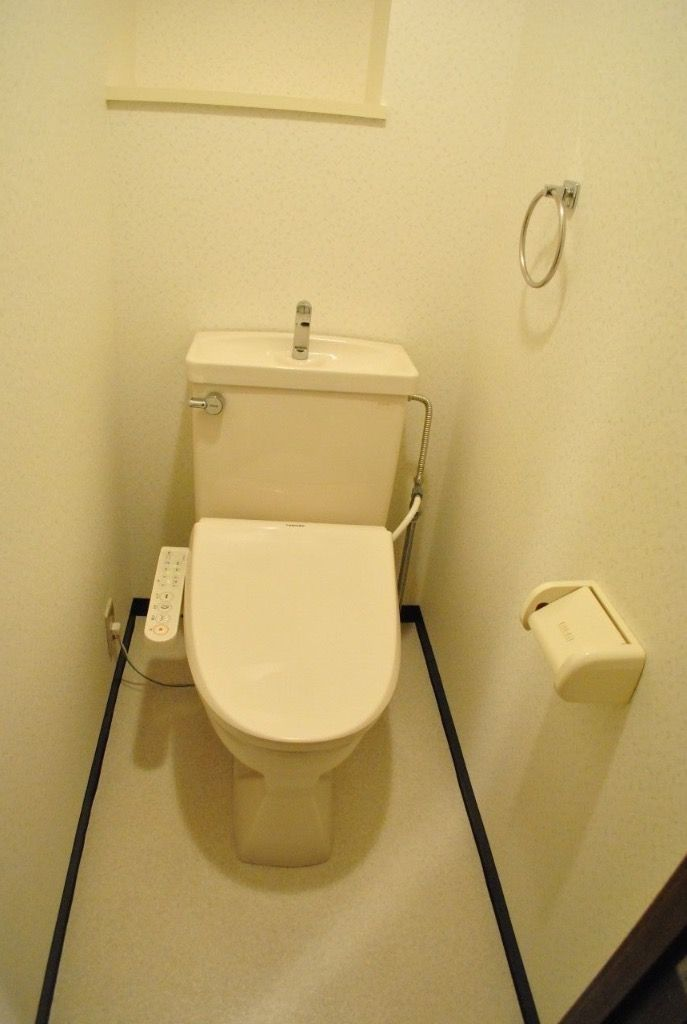 標準装備で温水洗浄便座をおつけします。