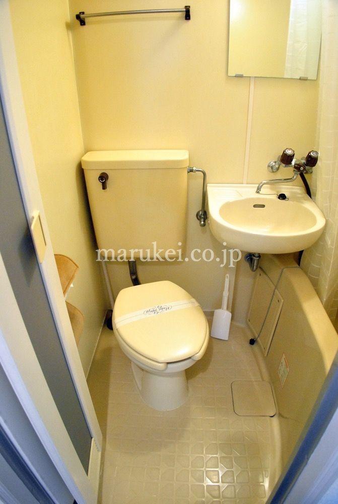 トイレは浴室と一緒のユニットバスタイプです。