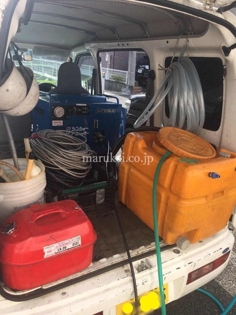 高圧洗浄道具一式積んだ作業車です。