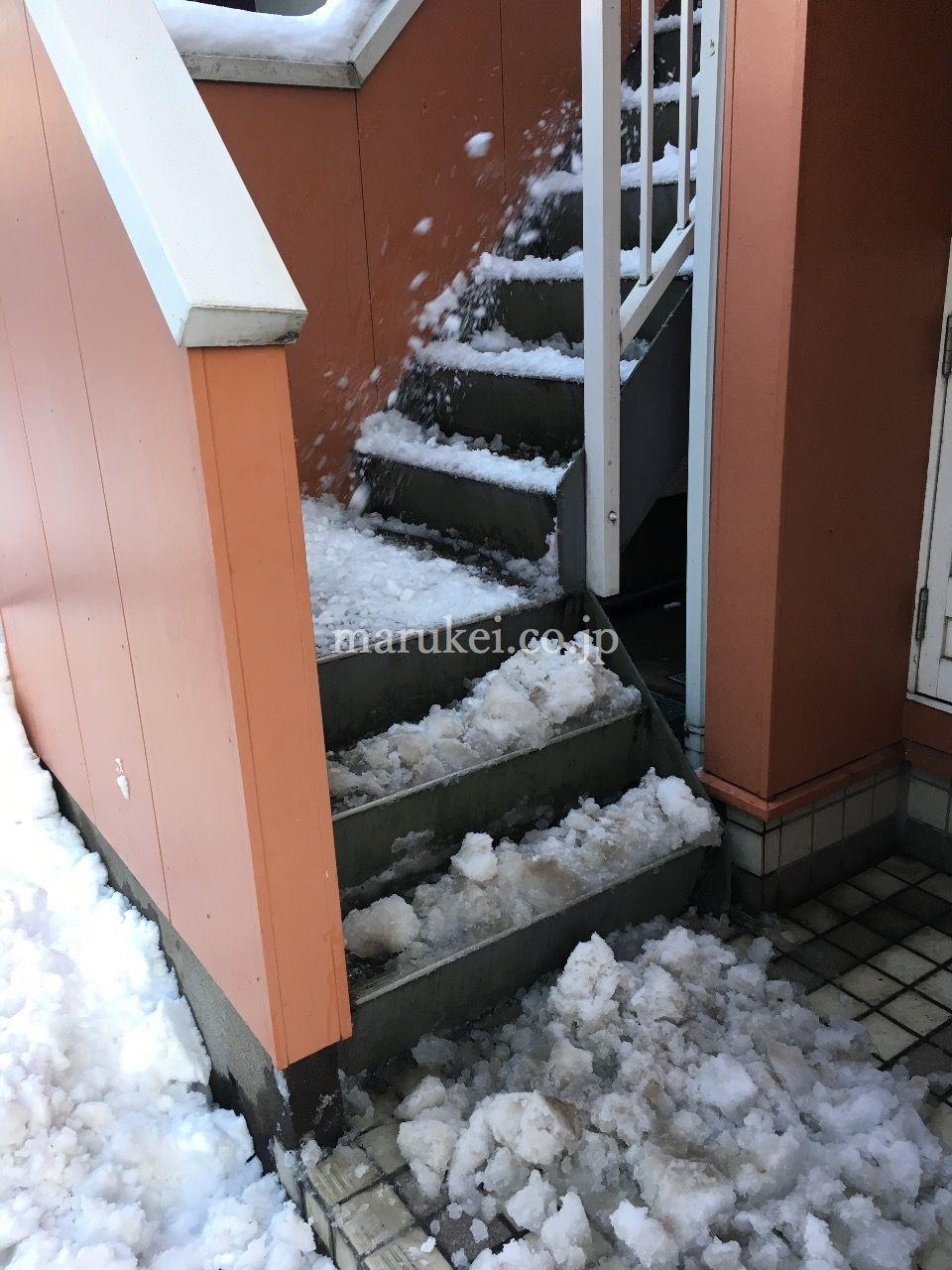 [降雪後は] 雪かきも賃貸管理会社のお仕事です。